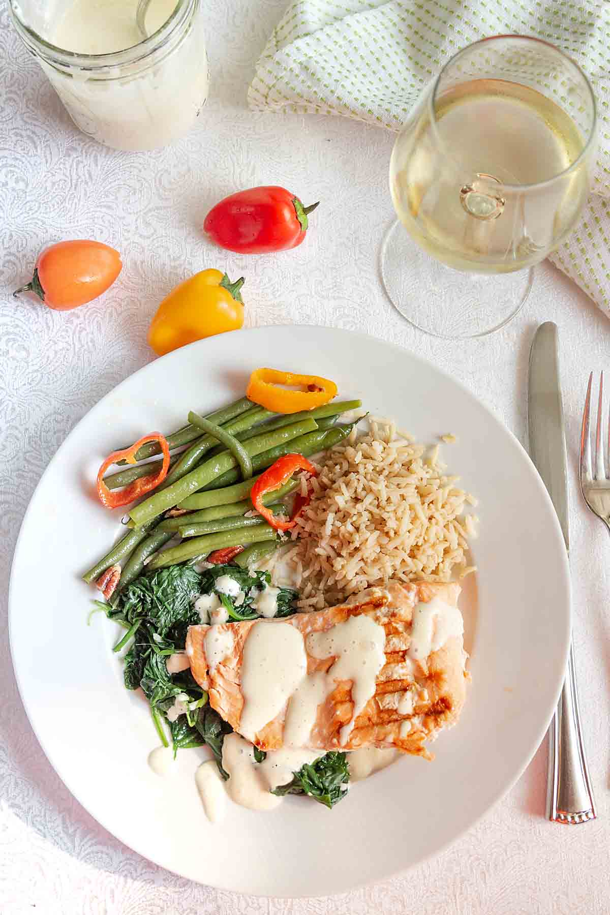 With steamed spinach and healthy salmon, all topped with blender hollandaise, Salmon Florentine is a quick, easy and tasty dinner.