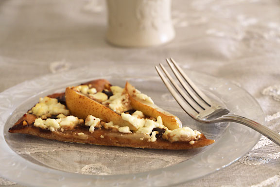 Caramelized Onion, Pear and Goat Cheese Pizza