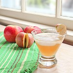 house-mouse-drink-apple-sq