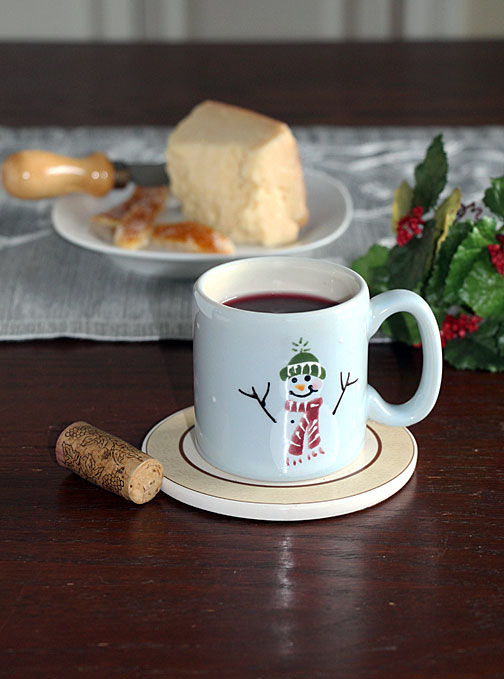 Mulled wine with cheese
