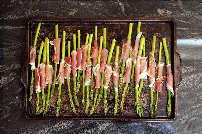 prosciutto wrapped asparagus in pan