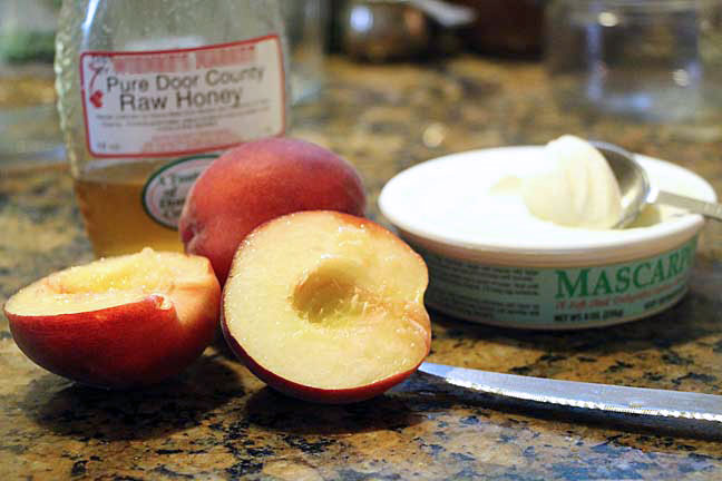 Baked peaches with mascarpone ingredients