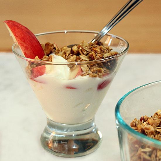 peach-granola-bowl