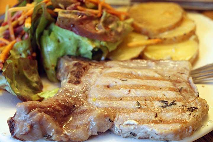 tender-pork-chop-closeup