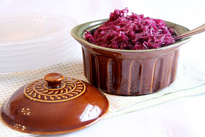 red-cabbage-with-plates
