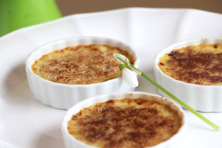 No torch creme brulee, served