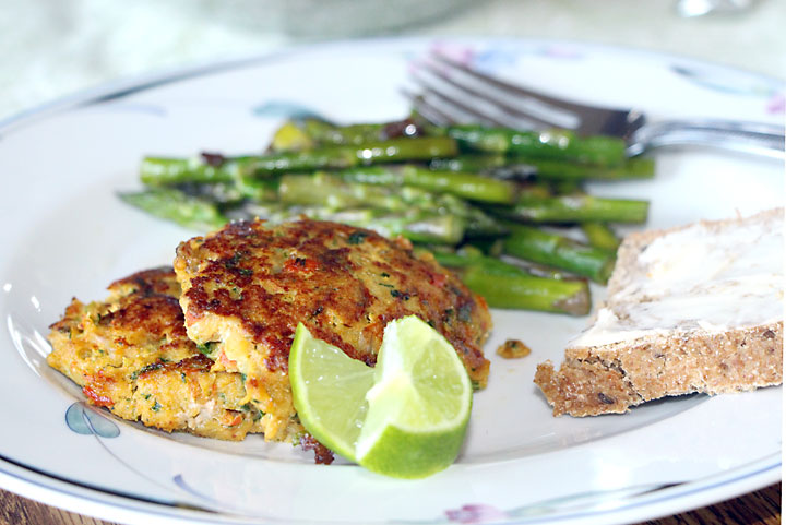 Thai Fish Cakes with asparagus and homemade bread