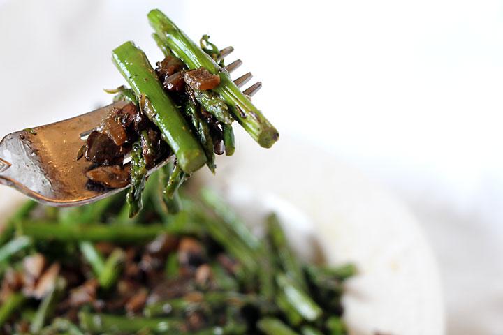 A bite of Asparagus & Mushrooms