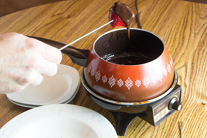Fondue makes any occasion fun! And chocolate fondue with strawberries & fresh fruits is tasty, healthy & perfect for Valentine's Day!