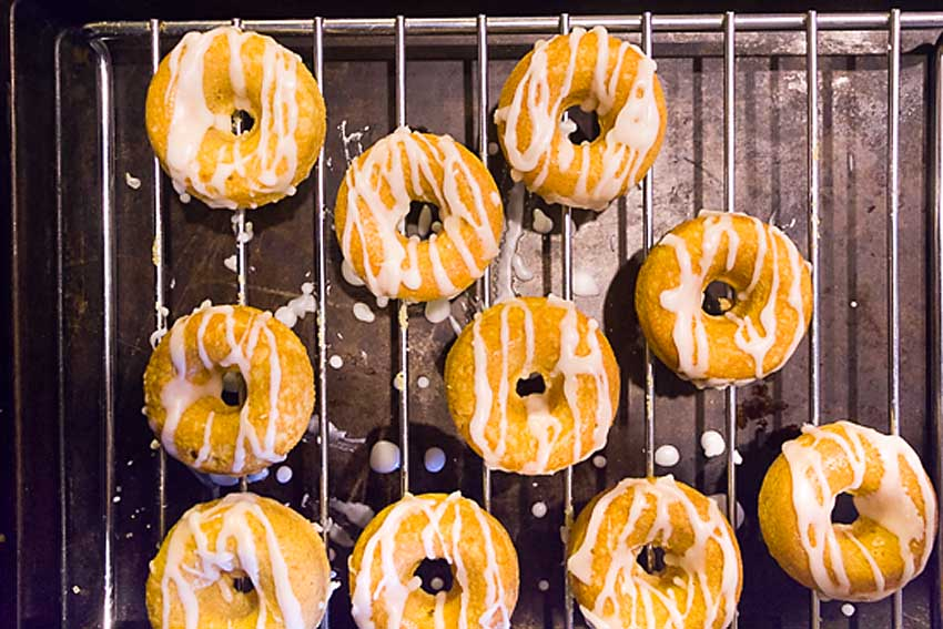 Fluffy and lemony, these Baked Lemon Donuts with Lemon Drizzle come in under 100 calories. Who says donuts have to be guilty!
