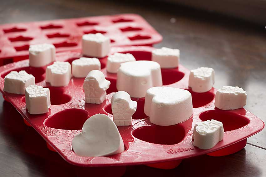 Organic Marshmallow Hearts and Mittens are perfect for winter hot cocoa and so easy to make with a silcone mold.  Can life get much cozier?