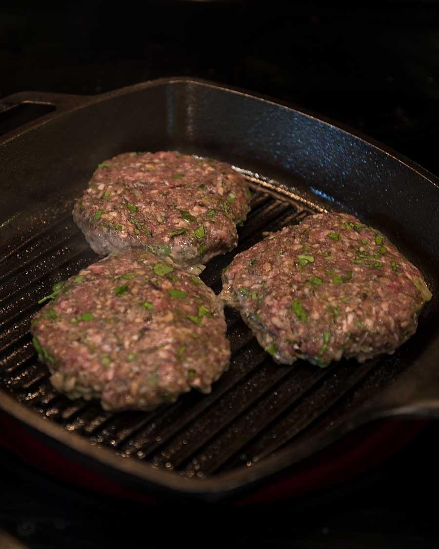 Grill mushroom burgers