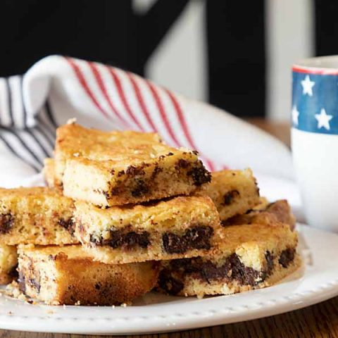 Tired of dessert deprivation on a low-carb diet? These low-carb chocolate chip bars may just be the answer.  Just in time for cookout season!