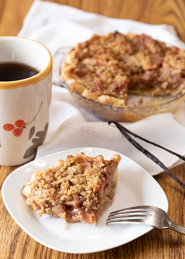 Betty Crocker French Apple Pie for 2-4 is as tasty & special as the original with tender apples, flavorful cinnamon & crunchy streusel topping.