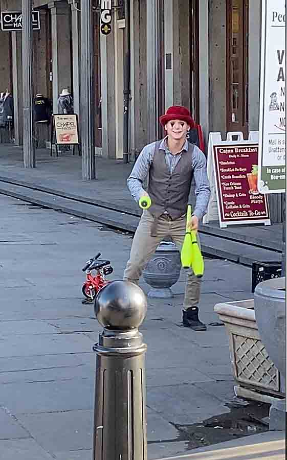 New Orleans, LA juggler