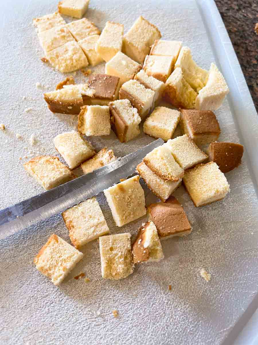 Cut poundcake