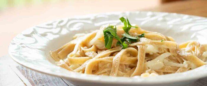 Cheesy Pasta with Shredded Kohlrabi
