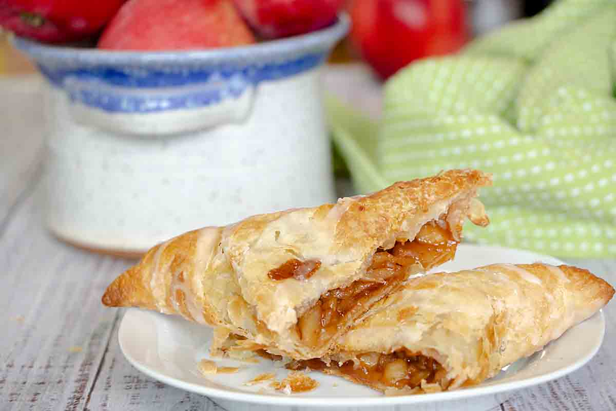 With flakey puff pastry & sweet apple filling, an apple turnover is a classic fall dessert, snack or breakfast treat! And it's easy to make!